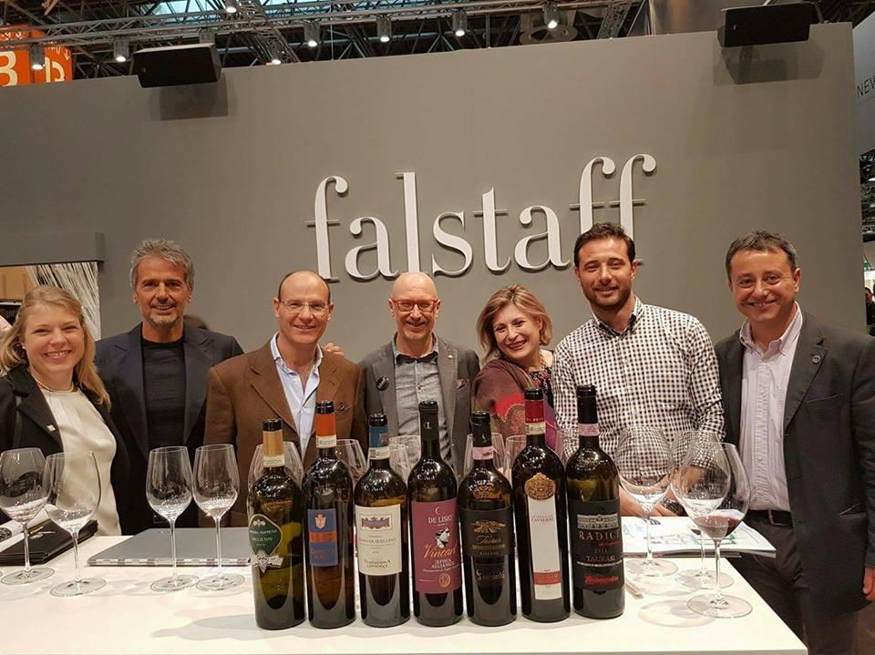Alcune delle guide che hanno premiato i vini di Tenuta Cavalier Pepe